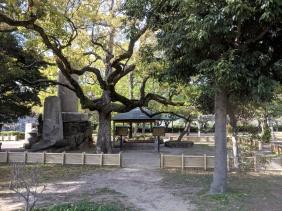 Shrine on the way to Osaka Castle