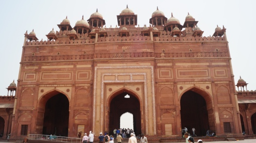 Close up Buland Darwaza - King center others left and right