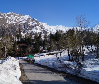 Road that leads to Rohtang