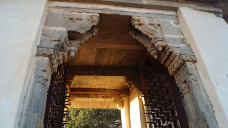 a doorway leading to the interior palace at kumbhalgarh