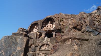 carvings in bojjanakonda blending into the surroundings
