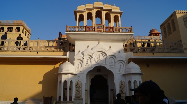 entrance to hawa mahal jaipur