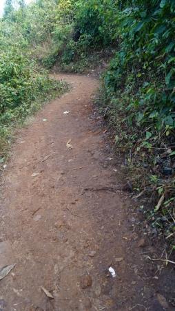 hiking path to katika waterfalls