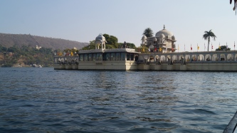 hotel island on lake pichola