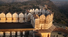 kumbhalgarh fort wall at sunset