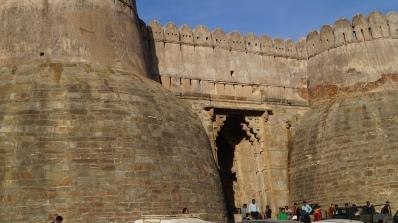 main entrance to kumbhalgarh fort