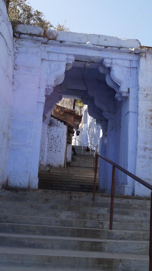 steps to visit jain temple in achalgarh