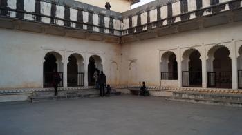 the courtyard at kumbhalgarh fort