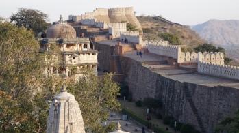 the exterior fort wall at kumbhalgarh