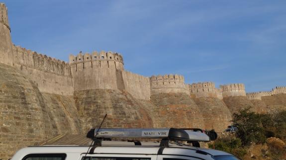 the exterior wall of kumbhalgarh fort