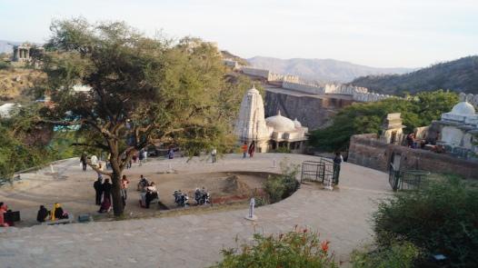 the walking path at kumbhalgarh fort