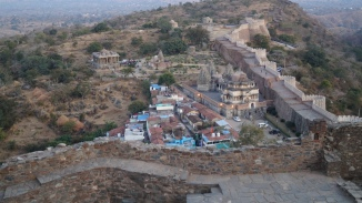 view of kumbhalgarh fort wall and the temples near the entrance