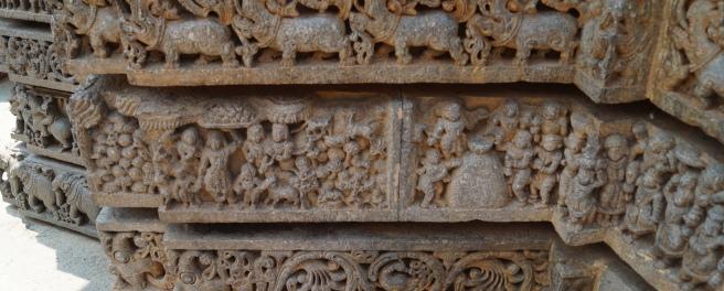 Sculpture showing Lord Krishna lifting Govardhan in Somanathpur